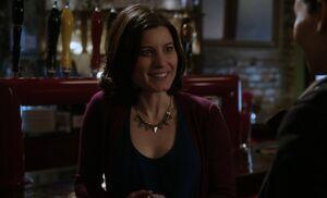 S01E18-Emily at bar