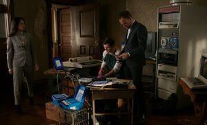 S06E06-Watson Mason Holmes legacy tech