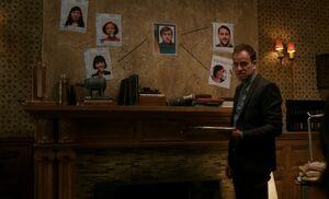 S06E05-Holmes evidence wall