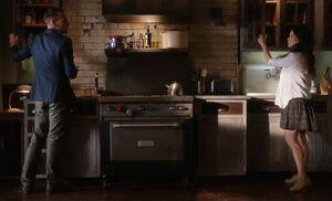 S03E06-Holmes Watson argue