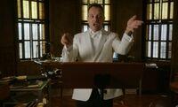 S06E18-Holmes conducting