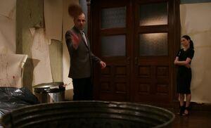 S05E19-Holmes throws coconut