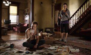 S01E03-Holmes Watson evidence floor