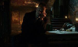 S03E24-Holmes at den