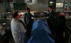 S06E15-At morgue w Hawes