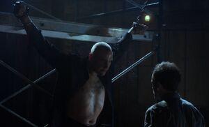 S01E12-Holmes tortures Moran