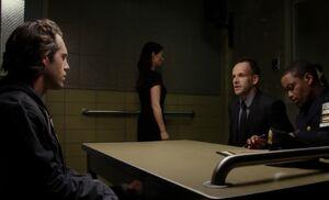 S03E08-Riggs in box
