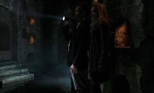 S01E23-Holmes Adler in tunnel