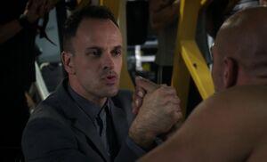 S03E05-Holmes arm wrestles