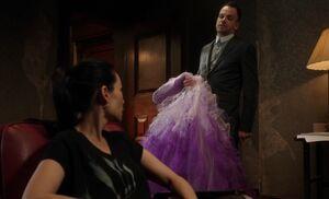 S02E19-Watson Holmes w dress