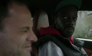 S06E09-Alfredo Holmes in car