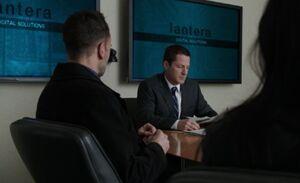 S02E13-McNally Holmes lantera