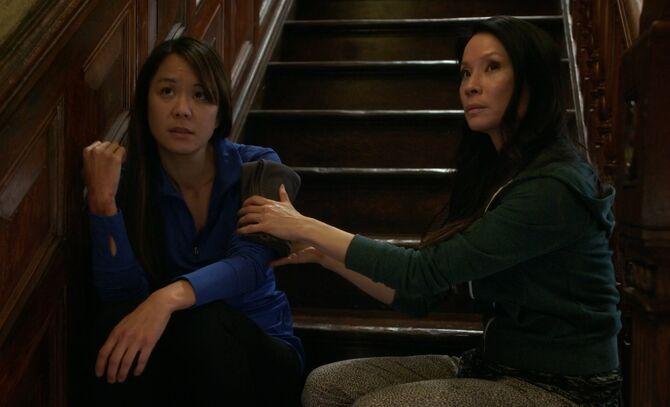 S04E19-Lin Wen Watson on stairs