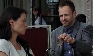 S02E03-Watson Holmes watch
