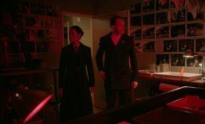 S06E20-Michael photo room