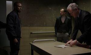 S01E10-Lopez in box