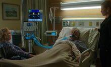 S07E02-Gregson at hospital