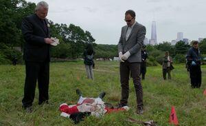 S06E03-Gregson Holmes crime scene