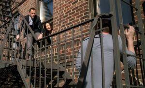 S03E09-Holmes Watson stairs