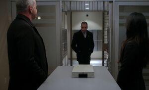 S05E21-At vault