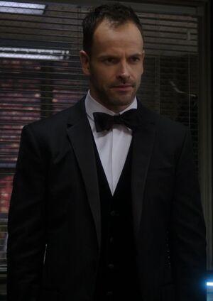 S02E13-Holmes tuxedo