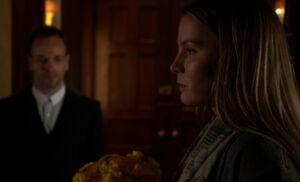 S04E12-Fiona flowers Holmes