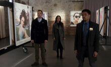 S04E20-Phoebe Elliot selfie Holmes Watson