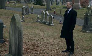 S05E15-Holmes gravestone