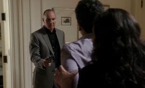 S01E24-Theophilus w gun