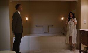 S03E01-Holmes Watson in bathroom