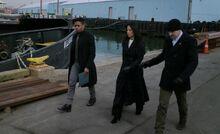 S05E18-Holmes Bell Watson dock