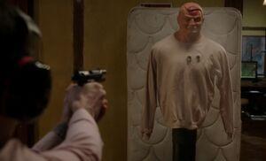 S01E16-Holmes shoots Bob