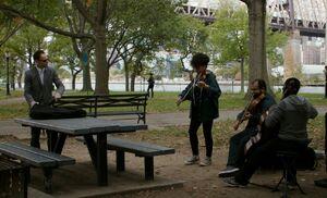 S05E08-Holmes violinists