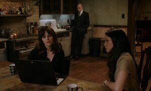 S05E15-Kitty Holmes Watson kitchen