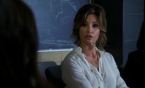 S03E01-Elana complaint