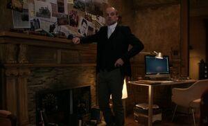 S05E19-Holmes evidence wall