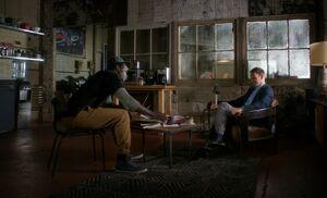 S04E05-Holmes at Alfredos