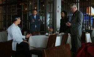 S05E06-At restaurant