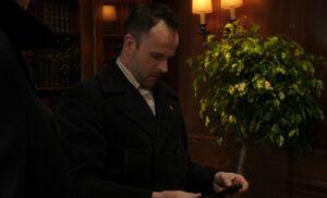 S02E22-Holmes w game