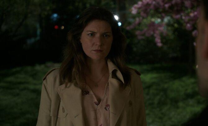 S05E23-May Holmes outside church
