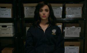 S06E16-Skylar in locker