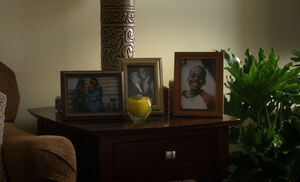 S03E24-Alfredo family pics