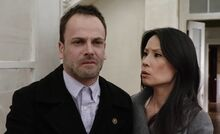 S01E22-Holmes Watson find Irene