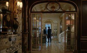 S04E03-Sherlock Morland corridor