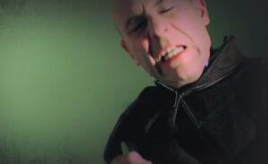 S02E10-Hobbs shot gun green