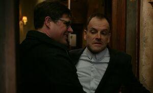 S06E19-Emple hugs Holmes