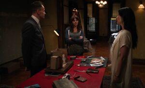 S03E01-Holmes explains murders