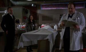 S03E17-Holmes Watson Hawes