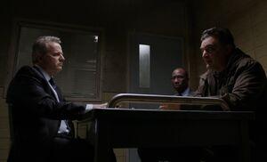 S01E20-Gregson w Pistone