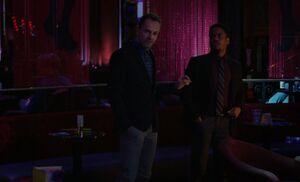 S04E09-Holmes Bell strip club